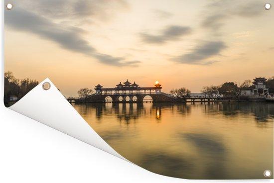 Gele lucht boven het meer in Wuxi Tuinposter 60x40 cm - klein - Tuindoek / Buitencanvas / Schilderijen voor buiten (tuin decoratie)