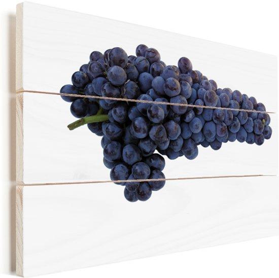 Enkele tros paarse druiven op witte achtergrond Vurenhout met planken 40x30 cm - klein - Foto print op Hout (Wanddecoratie)