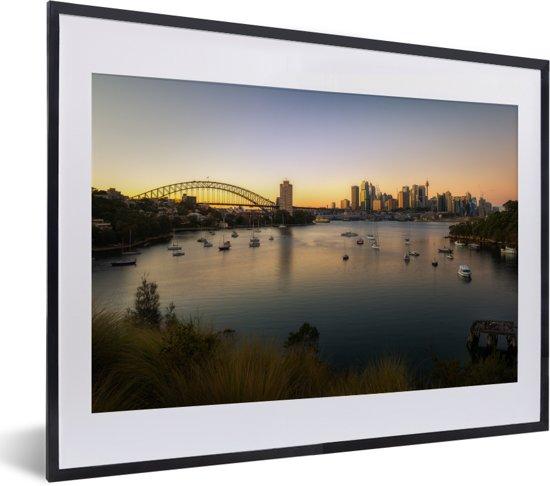 Foto in lijst - Zonsopgang op Waverton en de stadsachtergrond van Sydney fotolijst zwart met witte passe-partout klein 40x30 cm - Poster in lijst (Wanddecoratie woonkamer / slaapkamer)