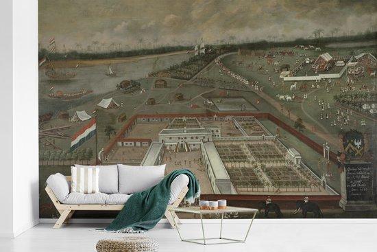 Fotobehang vinyl - De handelsloge van de VOC in Hougly in Bengalen - Schilderij van Hendrik van Schuylenburgh breedte 440 cm x hoogte 280 cm - Foto print op behang (in 7 formaten beschikbaar)