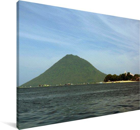 Vulkaan Manado Tua in het Nationaal park Bunaken in Indonesië Canvas 140x90 cm - Foto print op Canvas schilderij (Wanddecoratie woonkamer / slaapkamer)