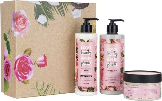 Love Beauty and Planet Muru Muru Butter & Rose Luxe Geschenkset