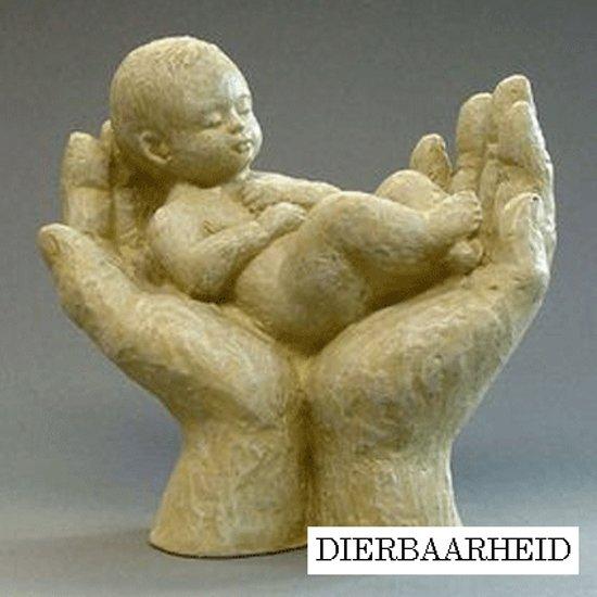 Parastone beeldje baby in handen - Dierbaarheid - ivoor -1264.50 -  12 cm hoog