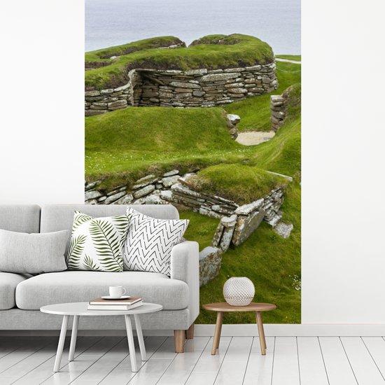 Fotobehang vinyl - Het prehistorische Skara Brae bij de Orkney-eilanden in Schotland breedte 335 cm x hoogte 500 cm - Foto print op behang (in 7 formaten beschikbaar)