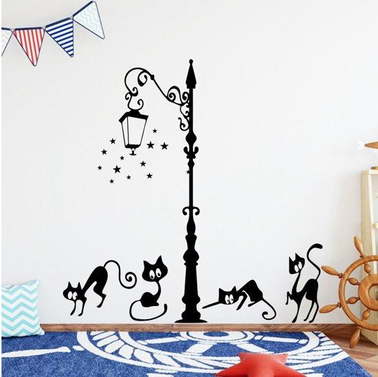 Katten onder lantarenpaal - Muursticker poezen - Spelende kat - 97 x 130 cm - Nr104