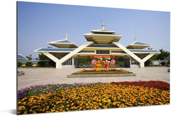 Moderne architectuur in de Chinese stad Nanning Aluminium 180x120 cm - Foto print op Aluminium (metaal wanddecoratie) XXL / Groot formaat!
