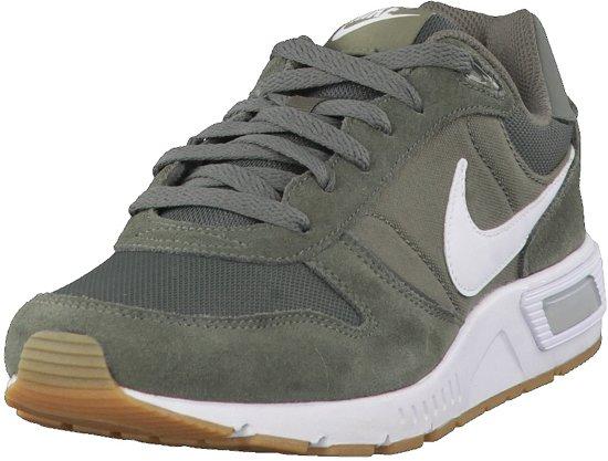 69a13e82764 bol.com | Nike Nightgazer Sportschoenen - Maat 43 - Mannen - groen/wit