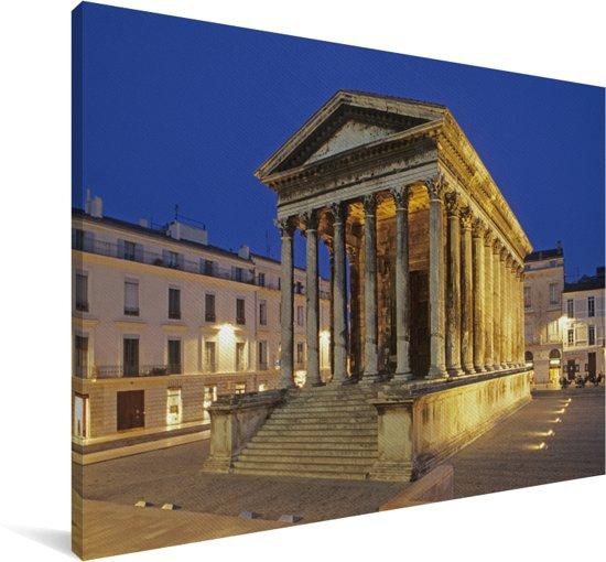 Romeinse tempel in het centrum van de Franse stad Nîmes Canvas 30x20 cm - klein - Foto print op Canvas schilderij (Wanddecoratie woonkamer / slaapkamer) / Europese steden Canvas Schilderijen