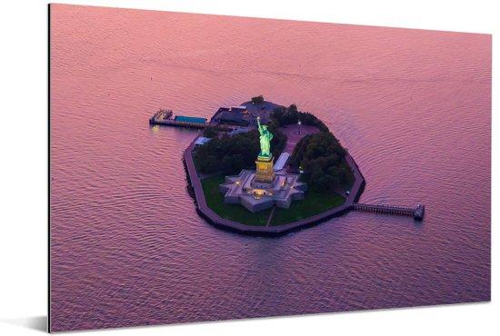 Luchtfoto van Vrijheidsbeeld  en Liberty Island in de Verenigde Staten Aluminium 60x40 cm - Foto print op Aluminium (metaal wanddecoratie)