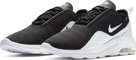 Nike Air Max Motion 2 Sneakers Heren BlackWhite