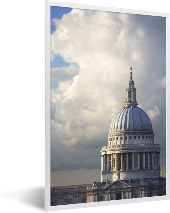 Foto in lijst - Uitkijkend naar de St Paul's Cathedral van Londen fotolijst wit 40x60 cm - Poster in lijst (Wanddecoratie woonkamer / slaapkamer)