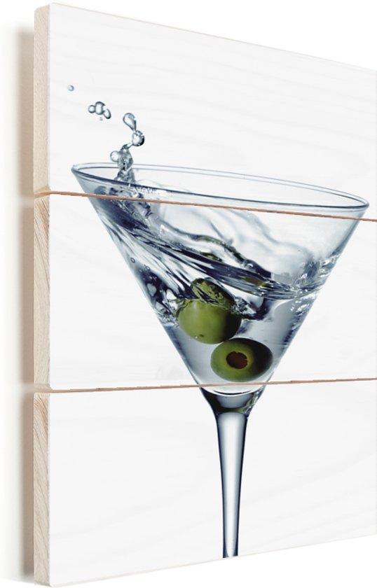 Heerlijke martini met twee olijven Vurenhout met planken 60x90 cm - Foto print op Hout (Wanddecoratie)