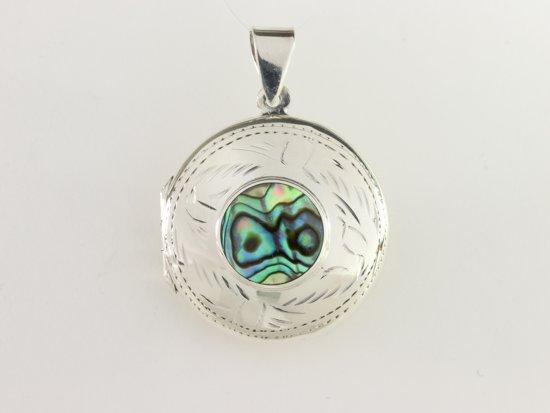 Rond bewerkt zilveren medaillon met abalone schelp