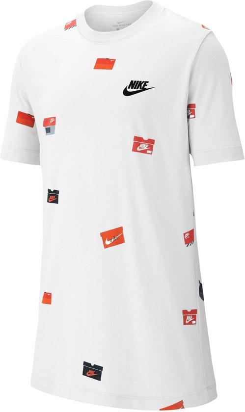 Nike Nsw Shoebox Aop Jongens T-shirt - White/Red-Black - Maat 140
