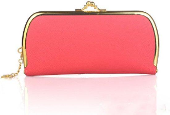 Roze portemonnee met goudkleurige details.