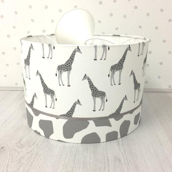 Hanglamp babykamer grijs Giraf, babykamer lamp in grijs met wit