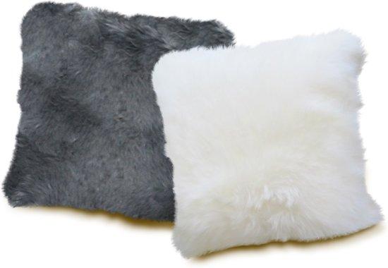 Bol kussen van schapenvacht wit