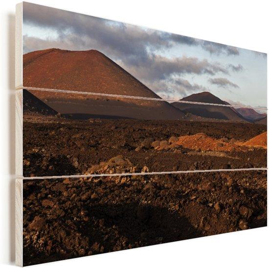 Avondlicht valt op het Spaanse Nationaal park Timanfaya Vurenhout met planken 90x60 cm - Foto print op Hout (Wanddecoratie)