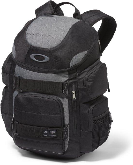 120d1527361 bol.com   Oakley Enduro 30L 2.0 Rugzak - Blackout