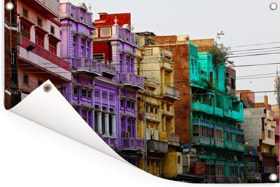 Gekleurde huizen in de straten van Lahore Tuinposter 60x40 cm - klein - Tuindoek / Buitencanvas / Schilderijen voor buiten (tuin decoratie)