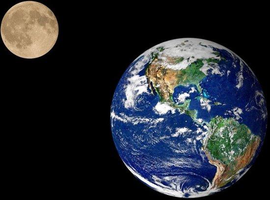 Papermoon Earth and Moon Vlies Fotobehang 200x149cm 4-Banen