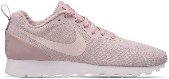 c7ca94228ec bol.com   Nike MD Runner 2 Dames Sneakers - Schoenen - roze - 38