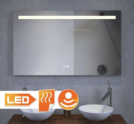 badkamer led spiegel met digitale klok en
