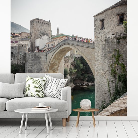 Fotobehang vinyl - De Stari Most brug in Bosnië en Herzegovina breedte 260 cm x hoogte 260 cm - Foto print op behang (in 7 formaten beschikbaar)