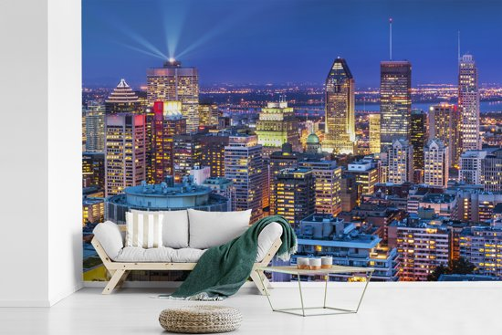 Fotobehang vinyl - Skyline tijdens zomernacht in het Canadese Montreal breedte 450 cm x hoogte 300 cm - Foto print op behang (in 7 formaten beschikbaar)