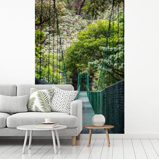 Fotobehang vinyl - Mooie hangende brug in het Bosque Nuboso Monteverde breedte 180 cm x hoogte 270 cm - Foto print op behang (in 7 formaten beschikbaar)