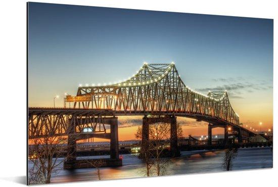 De brug bij het Amerikaanse Baton Rouge in de schemering Aluminium 30x20 cm - klein - Foto print op Aluminium (metaal wanddecoratie)
