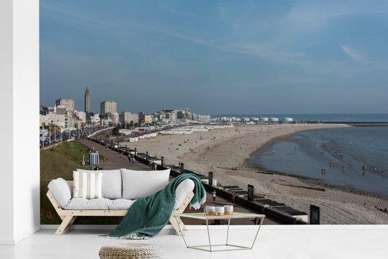 Fotobehang vinyl - De kustlijn van Le Havre in Frankrijk breedte 345 cm x hoogte 220 cm - Foto print op behang (in 7 formaten beschikbaar)