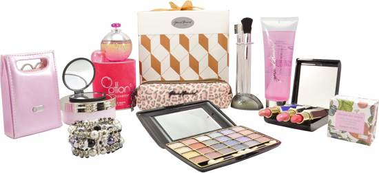 Dames cadeaupakket Goud/Witte verpakking kerst pakket sinterklaas, moeder dag, verjaardags cadeau. lipstick, manicure set, douchegel, make-up boxje, oogschaduw set, fruitzeep, armband, spons, parfum