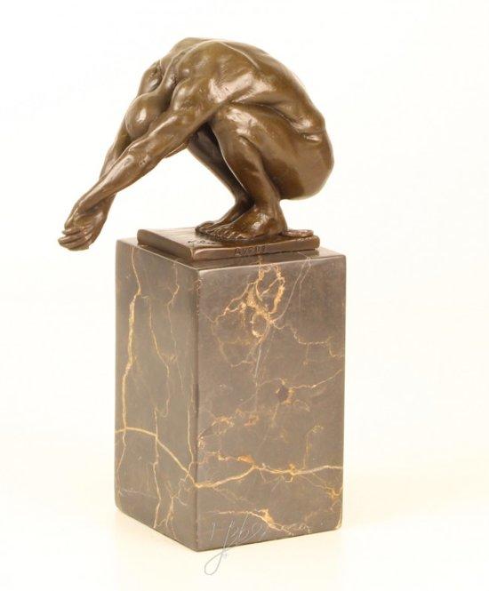 Bronzen beeld van een duiker