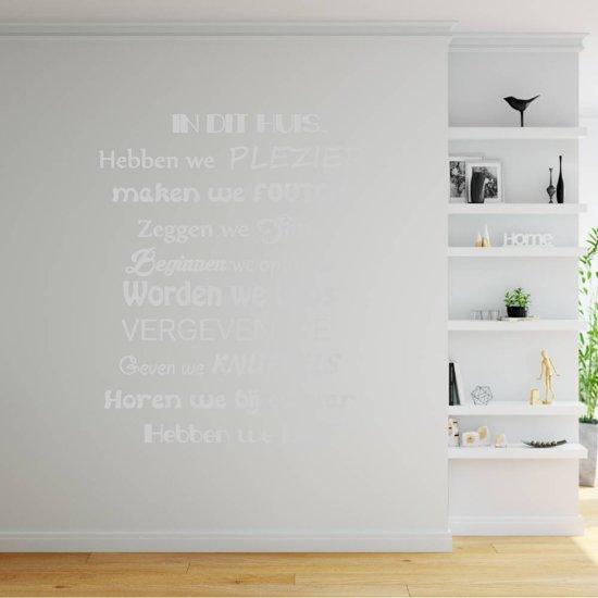 Muursticker In Dit Huis Hebben We Plezier -  Lichtgrijs -  60 x 67 cm  - Muursticker4Sale