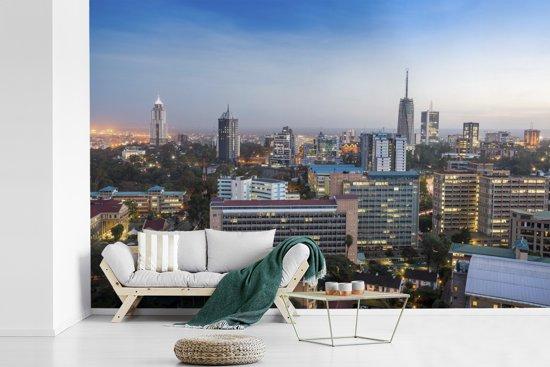 Fotobehang vinyl - Stadsgezicht van het Afrikaanse Nairobi met een blauwe hemel breedte 360 cm x hoogte 240 cm - Foto print op behang (in 7 formaten beschikbaar)
