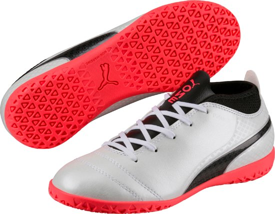 PUMA Voetbalschoenen ONE 17.4 IT Jr 104245 01 - Kids - Puma White-Puma Black-Fiery Coral - Maat 37,5