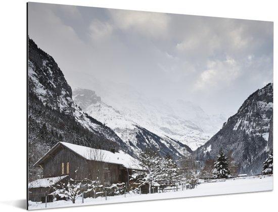 Houten chalet bij de Schilthorn in Zwitserland Aluminium 40x30 cm - klein - Foto print op Aluminium (metaal wanddecoratie)