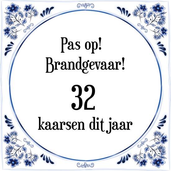 Verjaardag Tegeltje met Spreuk (32 jaar: Pas op! brandgevaar! 32 kaarsen dit jaar! + cadeau verpakking & plakhanger
