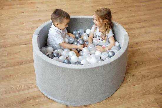 FUJL - Ballenbak - Speelbak - Lichtgrijs - ⌀ 90 cm - 200 ballen - Kleuren - Zilver - Parel  - Blauw - Transparant
