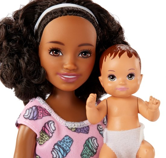 Barbie Babysitter Skipper met Kinderstoel Set - Barbiepop