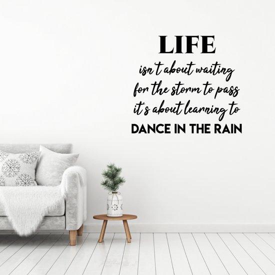 Muursticker Dance In The Rain -  Lichtbruin -  110 x 97 cm  - Muursticker4Sale