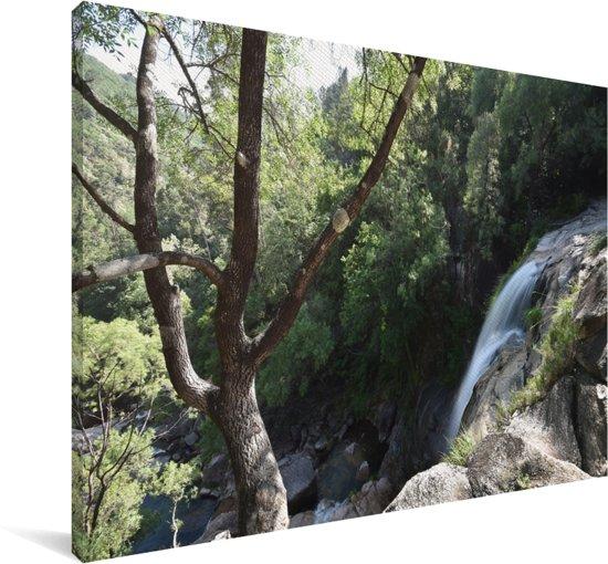 Waterval in de bossen van het nationaal park Peneda-Gerês in Portugal Canvas 60x40 cm - Foto print op Canvas schilderij (Wanddecoratie woonkamer / slaapkamer)