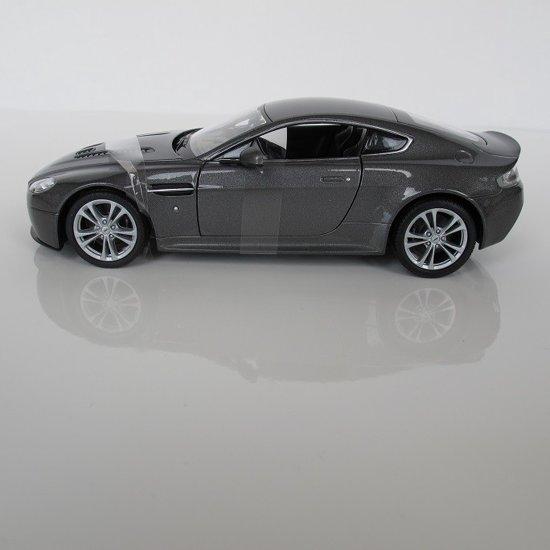 Welly 1/24 Aston Martin V12 Vantage
