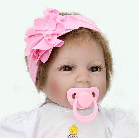 Reborn baby pop in roze pakje en met een haarband – Levensecht en hand gemaakt 55cm