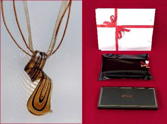 Handgemaakte unieke glazen hanger met organza band. Model - Twist. Bruin met goudkleurig / zwart.