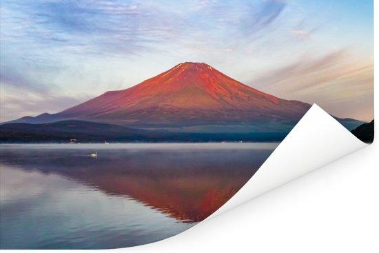 Roodgekleurde Fujiberg in Azië tijdens de ochtend Poster 30x20 cm - klein - Foto print op Poster (wanddecoratie woonkamer / slaapkamer)