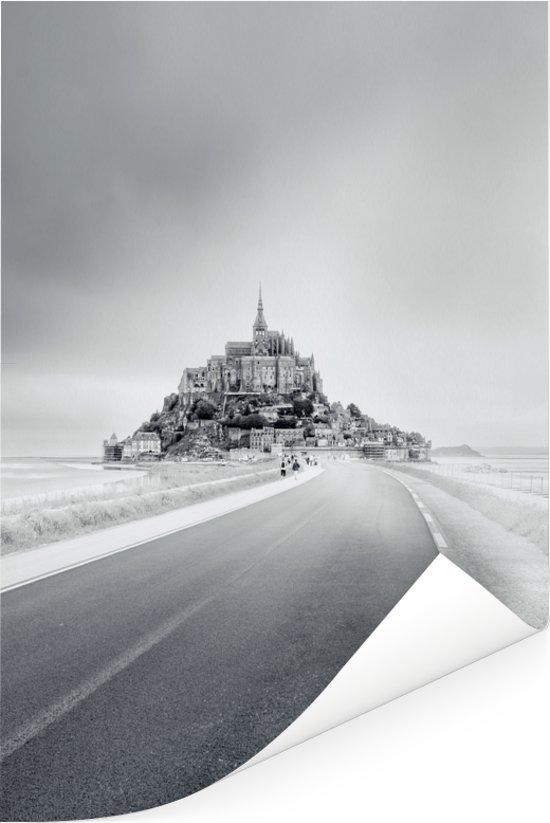 Het besneeuwde Mont Saint-Michel in Frankrijk Poster 80x120 cm - Foto print op Poster (wanddecoratie woonkamer / slaapkamer)