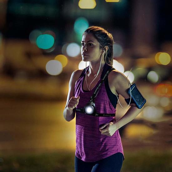 afbeelding van dekma led hardloopverlichting lamp voor hardlopen running light borstlamp en ruglamp