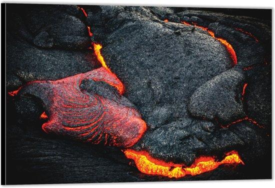 Dibond –Lava Stroom bij Vulkaan– 120x80 Foto op Aluminium (Wanddecoratie van metaal)